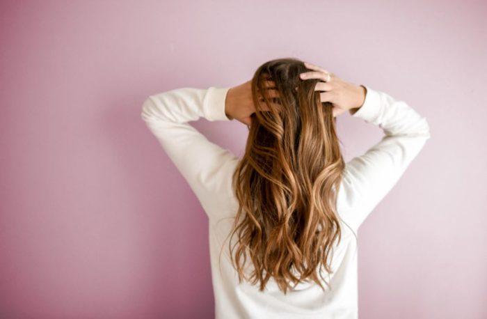 cabello fuerte cuidado personal en casa